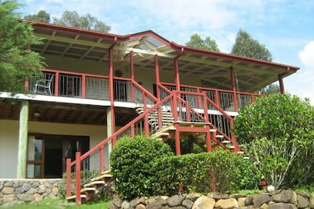 Country hideaway sleeps up to 10 - Mooloolah Valley - Rumah