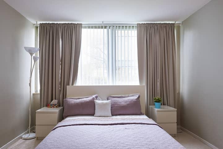 Cozy bright fresh room in East York!