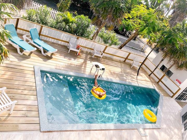 2-BR / 3-BA Apt @ Sundance Villa + Swimming Pool