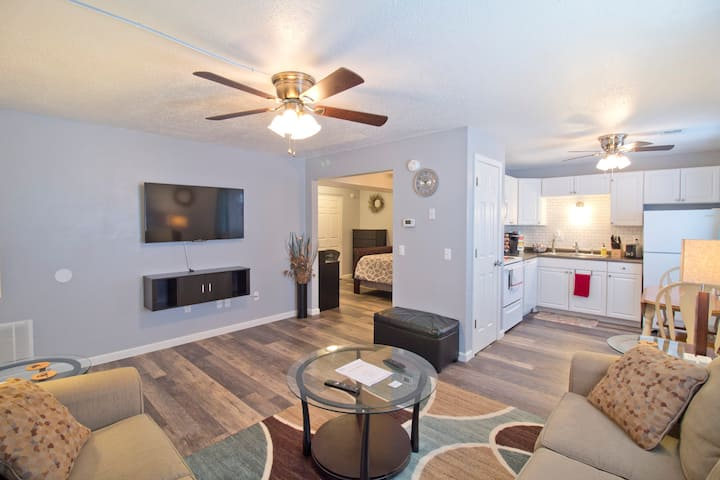 ⭐Amenity-Packed Modern Apt Near SIUE/St. Louis⭐