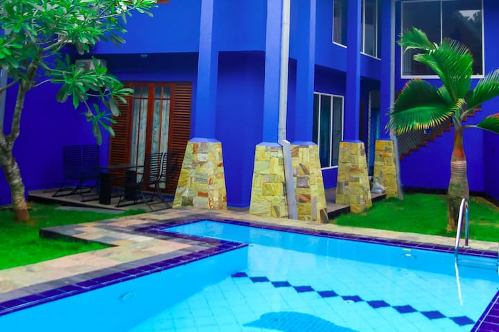 Blue Palm Villa - Holiday home with a private pool