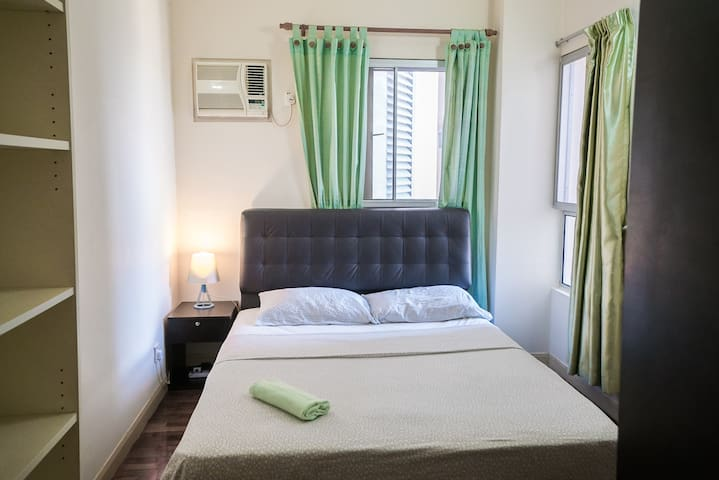 Large private room, queen bed Seri Maya, near KLCC