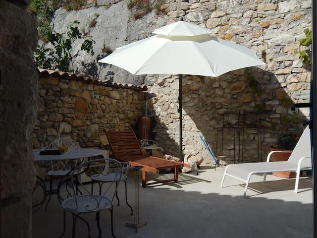 Confort moderne niché dans des remparts médiévaux - Aiguèze - Flat