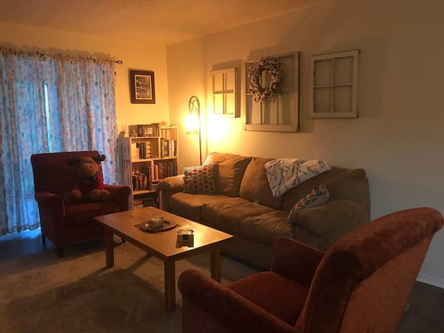 Cozy room minutes away from Sun Trust Park