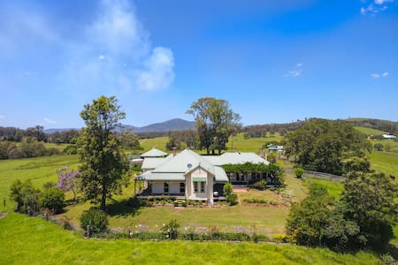 Secluded farmstay on lush organic farm, Bo-Warra