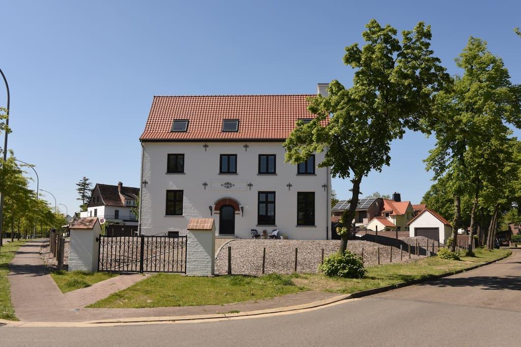 Een oude ingenieurswoning uit 1919 aan de Eikenlaan 12 in de Winterslagwijk in Genk.