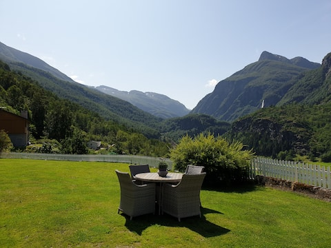 ♡FLÅM♡2 bedroom apt- amazing view to waterfalls