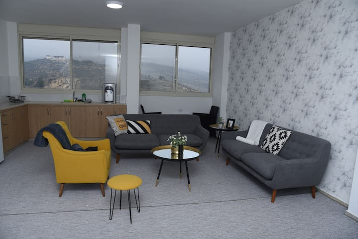 Modern Apartment near the Shouting Hill 1/3