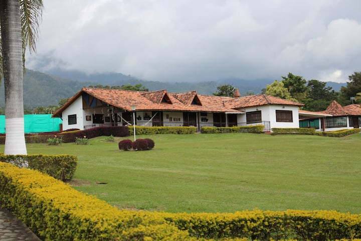 Hermosa Casa de Campo. Lago Calima - Darien