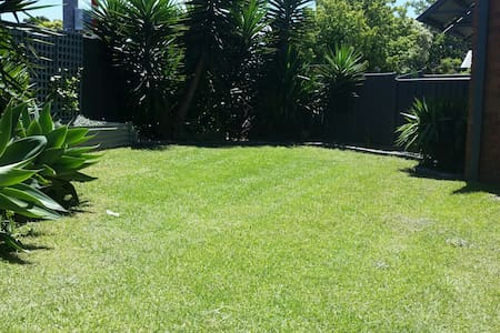 Perfect 2 bdr Villa in Essendon - Essendon, Victoria, AU - วิลล่า