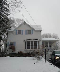 Cozy 2 bedroom self contained apartment - Port Colborne - Serviceret lejlighed