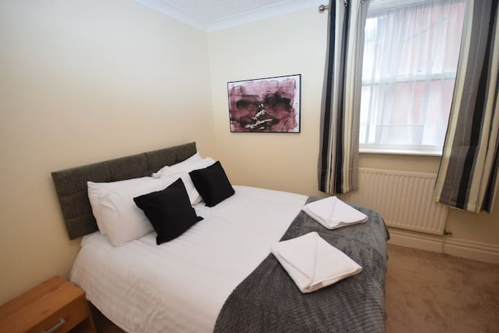 Stanley View - 2 bed apartment close to Granny's Bay and Lytham Green