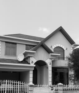 Self Catering/bed and breakfast on request - Addis Ababa - Villa