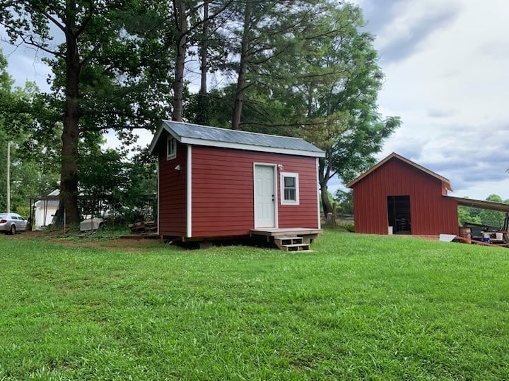 Come to the country and relax in a tiny house!