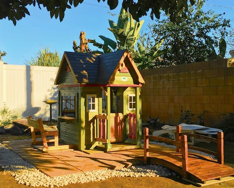 Spacious private house with 3 bdrms (美國洛杉磯東區3卧室民宿)