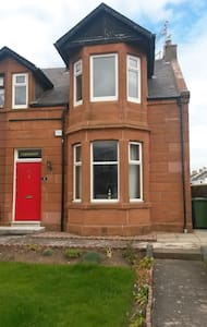 Spacious flat, 2 mins from the beach - Prestwick