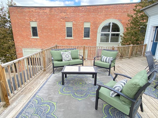Downtown with Water View- Sleeps 8