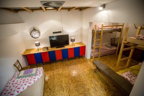 Hostel N'Poznam (blue room)