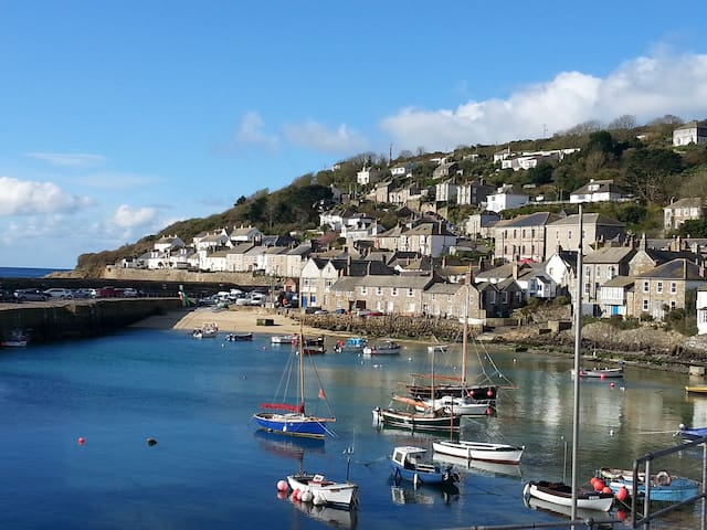 Mousehole~Sea views~Sleeps 6 (Easter week reduced)