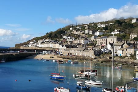 Family house in Mousehole. Beautiful sea views. - Mousehole - Talo