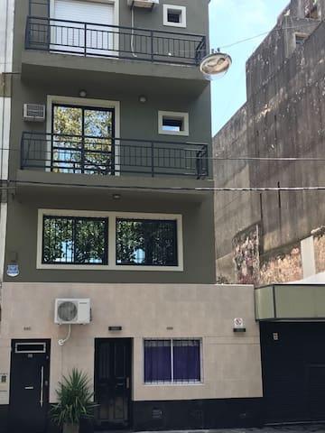 Frente edificio dúplex 1 y 2 piso
