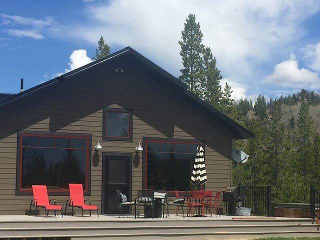 Montana Mountain Retreat