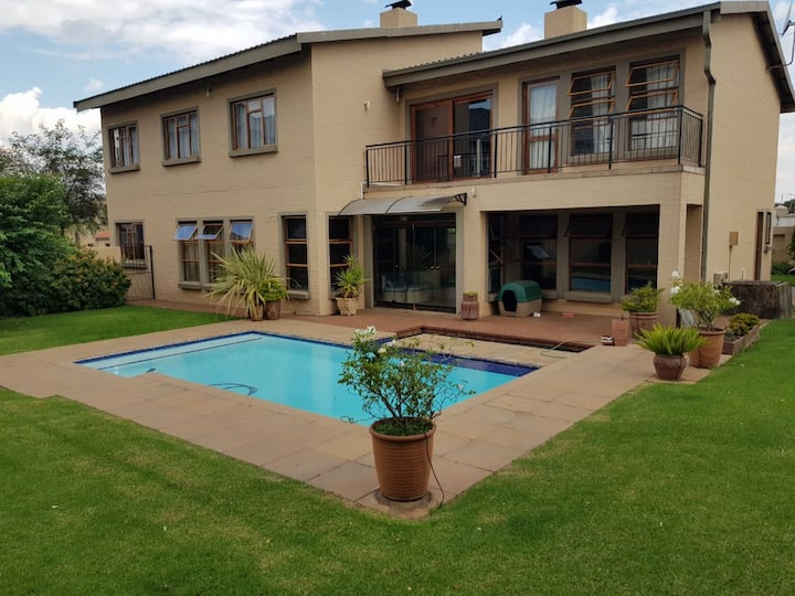 Lovely spacious family room in Centurion, Pretoria