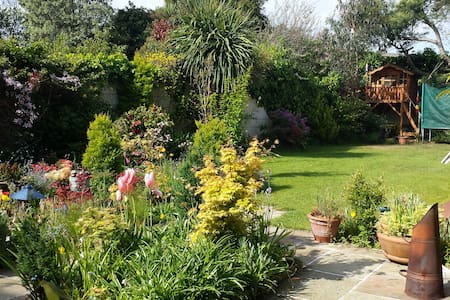 5 bed family home near Dun Laoghaire (Glenageary). - 더블린 - 단독주택