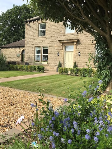 Bracken Hall House Luxury B&B Baildon, Saltaire