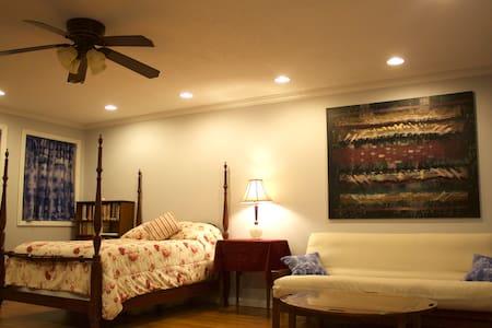 Su-Su-Studio, a private studio apartment