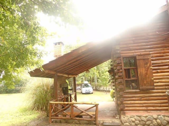 CABAÑA  EN VILLA GENERAL BELGRANO - Villa General Belgrano - Sommerhus/hytte