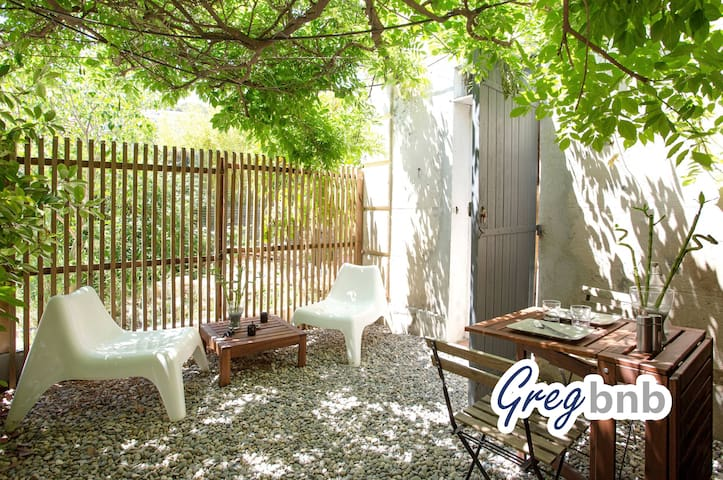 GregBnb - Real stone wall ★ Private parking+garden