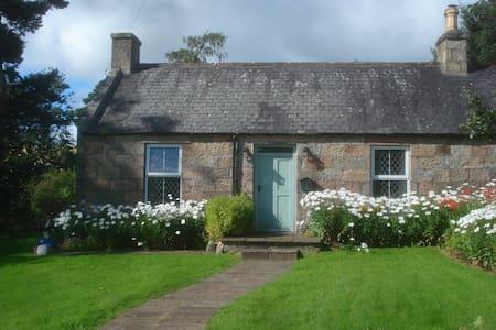 Ruthrie Cottage Aberlour Morayshire - Aberlour - Casa