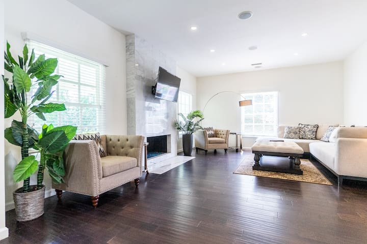 3 Bedroom House in WeHo