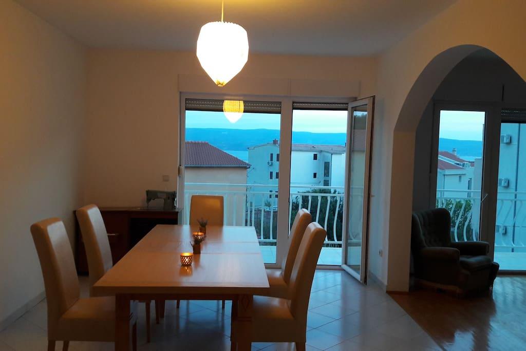 Livingroom Wohn-und Essbereich1