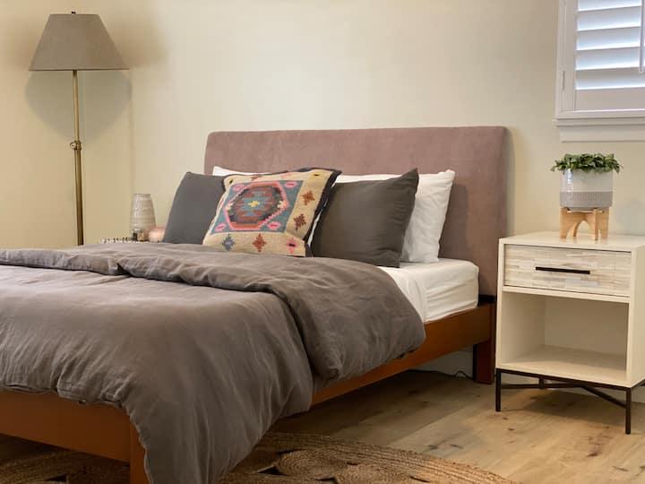 Luxury Room, Convenient + Close to Silicon Beach
