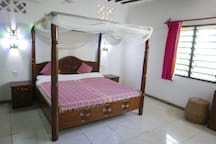 """Heavenly Garden"" Villa -""Mwezi"" Private Room"