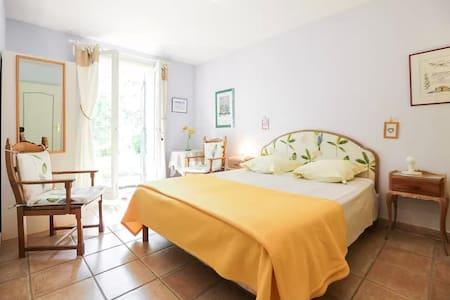 Chambre avec salle de bain dans le Luberon - Cadenet - Bed & Breakfast