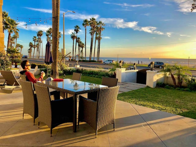Oceanfront Home : Huntington Beach Sleeps 12