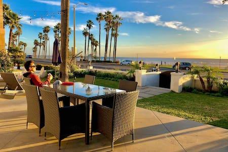 Oceanfront Home : Huntington Beach Sleeps 12