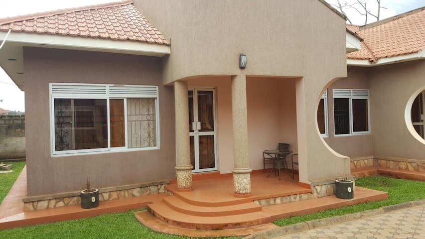 Pinegrove Apartments Kla-Furnished - Kampala