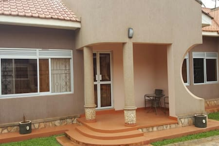 Pinegrove Apartments Kla-Furnished - Kampala  - Apartament