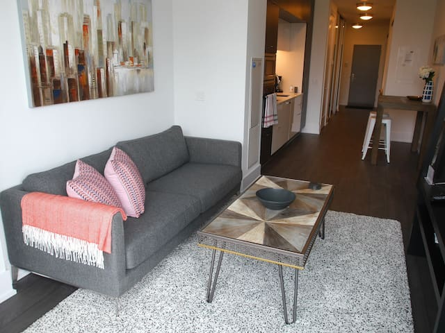 Beautifully Decorated 1BR Condo at the Waterfront!