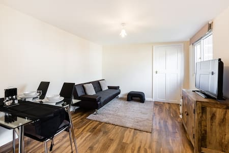 New build one bedroom flat near Heathrow - Northolt - Blockhütte