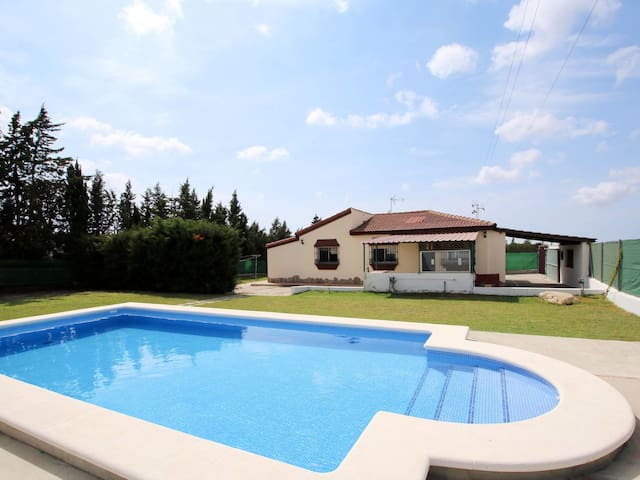 Nicely furnished holiday house Candela with pool
