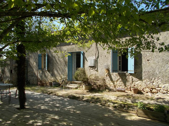 Double Room In Old French Farmhouse - Gensac - House