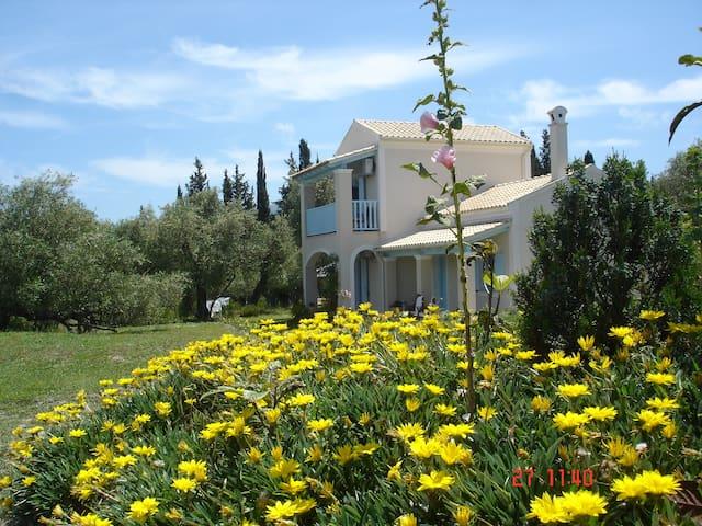 Asfodelos Farmhouse at the Aroggia Farm - Xanthates - Hus