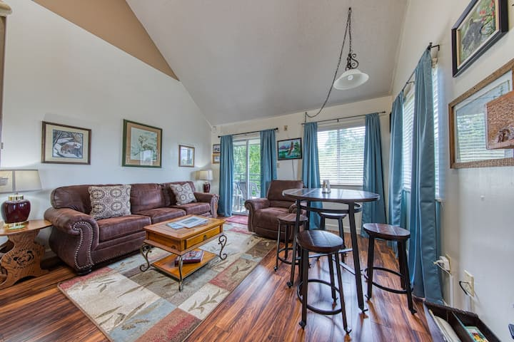 New listing! Family-friendly condo w/ shared indoor/outdoor pools and hot tub!