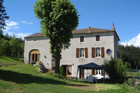 B&B / cdh Maison Neuve Auvergne - Grandval - Inap sarapan