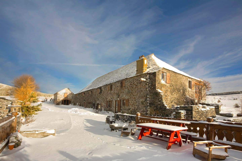 façade et terrasse en hiver